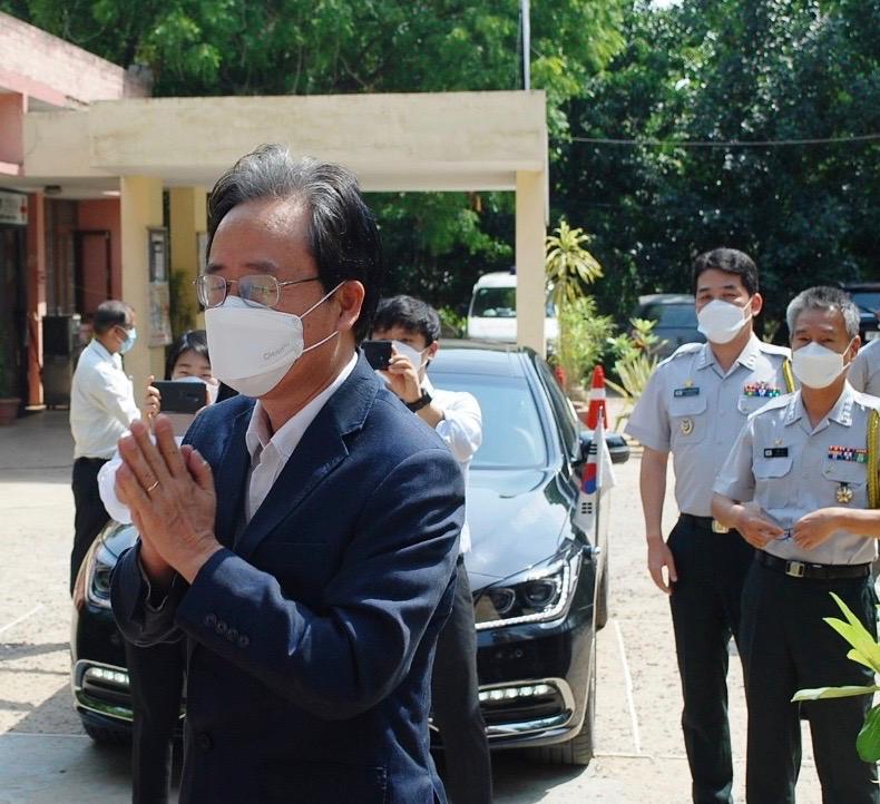 H.E. Dr. Shin Bong-kil Chikitsa COVID19